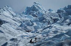 In foto: esploratori sul Perito Moreno