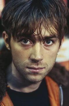 The prettiest boy 😔❤️ . Blur Band, Damon Albarn, Mr Men, Jamie Hewlett, Skinny Guys, British Boys, Britpop, Foto Pose, Gorillaz