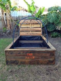 How to easily build a raised garden bed out of wooden pallets