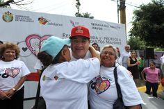 El gobernador Javier Duarte de Ochoa recibió el cariño de los adultos mayores que participaron en la VI Caminata de Adultos Mayores