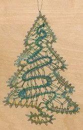 Un beau sapin roi des forêts pour la déco de Noël en dentelle aux fuseaux