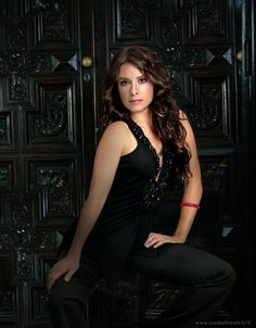 Holly Marie Combs is Piper Halliwell