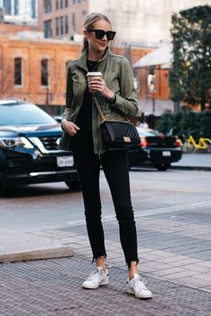 Blonde Woman Wearing Madewell Fleet Jacket Green Jacket Black Skinny Jeans adidas original Sneakers Chanel Black Boy Bag Fashion Jackson Dal… in 2020 Jean Outfits, Fall Outfits, Casual Outfits, Work Outfits, Cardigan Verde, Black Skinnies, Black Jeans, Casual Styles, Feminine Fashion