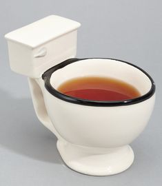 Don't be nervous, the drink in the mug cup is tea instead of other things. When you hand the guest the hilarious toilet shaped mug cup, you'd better tell him. My Coffee, Coffee Cups, Starbucks Coffee, Gift Guide For Him, Summer Gifts, Toilet Bowl, Weird And Wonderful, Gag Gifts, Mug Cup