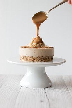 salted caramel macadamia cheesecake//