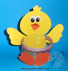 Lavoretti di Pasqua per bambini Pulcino porta ovetti Easter Crafts For Kids, Toddler Crafts, Diy For Kids, April Easter, Easter Bunny, Recycled Crafts, Diy And Crafts, Craft From Waste Material, Plastic Bottle Crafts