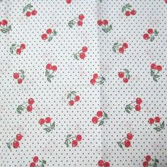 C0068 - cerejas com poá, fundo branco.