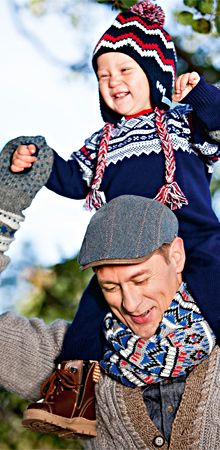 Neulehaalari pikkulapselle. Lapsen käytännöllisessä kuvioneulehaalarissa on nostalginen perinnekuvio. Haalari sopii tytölle ja pojalle. –  Katso ohje: Kotiliesi.fi - Knit overalls for a baby