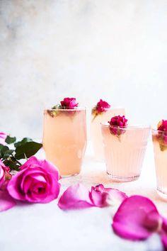 rose lemon spritzer non-alcoholic summer drinks Cocktails Vin, Spring Cocktails, Cocktail Drinks, Cocktail Recipes, Champagne Drinks, Rose Cocktail, Colorful Cocktails, Festive Cocktails, Cocktail Ideas