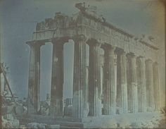 Η παραπάνω φωτογραφία είναι ηπαλαιότερη φωτογραφία που σώζεται ως σήμερα από την κατεστραμμένη Αθήναεπί τουρκοκρατίας. Το υλικό ανήκει στονJosepf-FilibertGiraultdePrangeyο οποίος ξεκίνησε απόζωγράφος αλλά τον κέρδισεη τέχνη της φωτογραφίας που διδάχτηκεαπό τον εφευρέτη τηςΔαγκεροτυπίαςLouisDaguerre. Τραβήχτηκεαπό τονΛόφο των Νυμφών καιτο Αστεροσκοπείο το 1842. Οι περιγραφές για την Αθήνα εκείνης της εποχής είναι αποκαρδιωτικές. Ο εκ των Αντιβασιλέων …