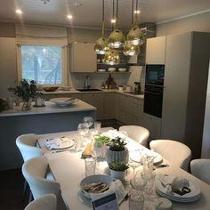 Asuntomessujen parhaat palat keittiöistä #asuntomessut2019 #keittiö Table Settings, Place Settings, Tablescapes