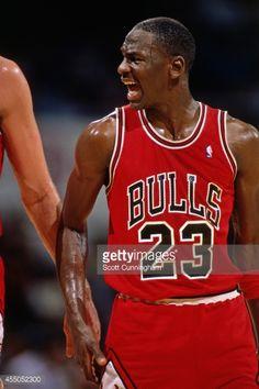 Fotografia de notícias : Michael Jordan of the Chicago Bulls yells against...