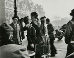El beso en el Hotel de Ville, Paris, 1950. Fotografía de Robert Doisneau