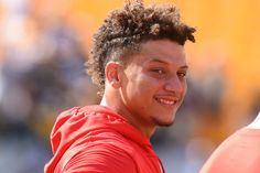 Erick Malpica Flores: Carlos Erick Malpica Flores: Monday Morning Pleighbook: Welcome to the Patrick Mahomes show Marilyn Monroe Stencil, Cute Hairstyles, Braided Hairstyles, Travis Kelce, New Patriots, Kansas City Chiefs Football, Sports Channel, Nfl News, Fantasy Football