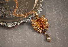 """Купить Золотой кулон """"Медовый"""" из бисера с кристаллами Сваровски - золотой, кулон, подвеска, золотой кулон"""