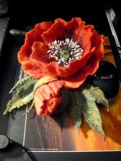 Merino-Wolle-Brosche. Rote Mohnblume. von FireFlyFelt auf Etsy