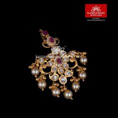 Shop traditional maang tikka online from Kameswari Jewellers in India. Choose from latest maang tikka and bridal jewellery collections. Jewelry Design Earrings, Gold Earrings Designs, Emerald Jewelry, Gold Jewellery Design, Necklace Designs, Pendant Jewelry, Tikka Jewelry, Headpiece Jewelry, Bridal Jewellery