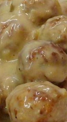 Slow Cooker French Onion Meatballs - great either as an appetizer or main meal. ❊