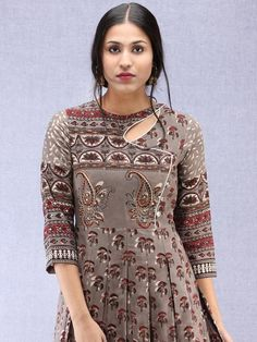 Kurtis has taken the ethnic wear scene by a storm but salwar kameez suits still remain the classic favourites with Printed Kurti Designs, Silk Kurti Designs, Simple Kurta Designs, Salwar Neck Designs, Kurta Neck Design, Dress Neck Designs, Kurti Designs Party Wear, Stylish Dress Designs, Design Of Kurti