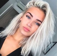 Image about girl in Selena Gomez ❤️🎤 by Designer Forum Hair Inspo, Hair Inspiration, New Hair, Your Hair, Hair Colorful, Tumbrl Girls, Brown Blonde Hair, Platnium Blonde Hair, White Blonde Bob