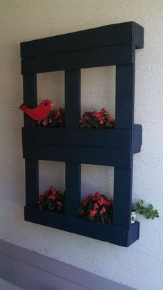 Painted pallet planter.