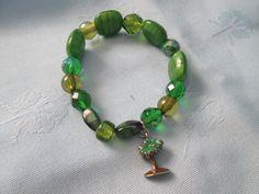 "Handmade Green Bracelet W/ Palmetto Tree -  Elastic  Thread - Length 8 1/2"" - Glass & Lucite Beads by LsFindsandCreations on Etsy"