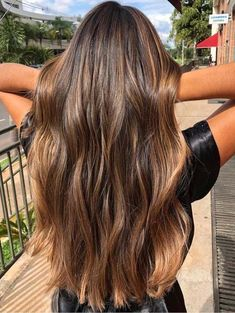 20 Beautiful Balayage Sun-kissed Highlights for 2018 Looking for to switch up your existing hair colors? See here the sensational ideas of balayage sun-kissed hair colors and highlights to sport with long hair in This is one of the hair colors which Brown Hair Balayage, Brown Blonde Hair, Hair Color Balayage, Blonde Honey, Honey Balayage, Honey Hair, Balayage Brunette Long, Sunkissed Hair Brunette, Long Brunette Hair