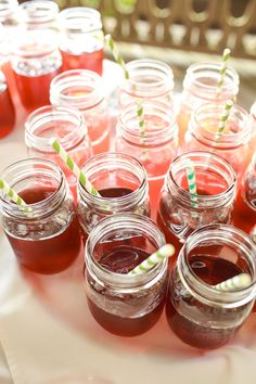 Some refreshing beverages for guests to sip on during cocktail hour: fresh strawberry lemonade and iced tea! Ravishing Radish Catering | Amanda Lloyd Photography