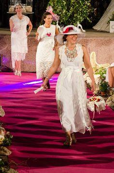 vestidos blancos ibicencos para novias e invitadas . Los tocados son todos creaciones exclusivas