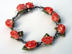 Ribbon and fabric flower jewellery Fabric Flower Necklace, Pretty Outfits, Pretty Clothes, Fabric Flowers, Jewelry Crafts, Ribbon, Free Tutorials, Beadwork, Bracelets