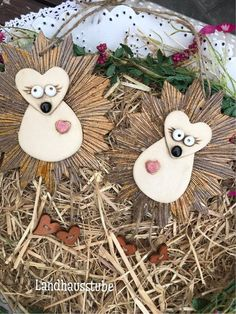 Hedgehog pair made of ceramics – Handwerk und Basteln Christmas Holidays, Christmas Ornaments, Clay Crafts, Sculpture, Holiday Decor, Gifts, Mobile Applications, Dover Publications, Hedgehogs