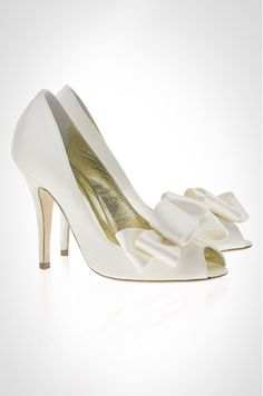 The Jane wedding shoe by Freya Rose is set in an ivory Duchess silk and features an oversized detachable bow.