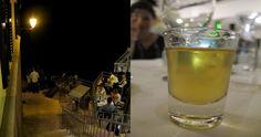 Am Abend werden die Meeresufer zu Bars, in denen man u.a. auch Honigschnaps trinkt. Foto: Doris Pint Glass, Croatia, Wordpress, Beer, Glasses, Tableware, Schnapps, Honey, Drinking