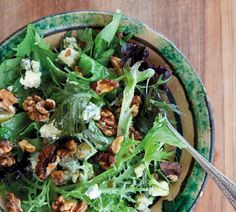 Leafy Salad with Walnuts and Blue Cheese