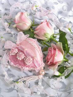 Pink roses, heart and pearls
