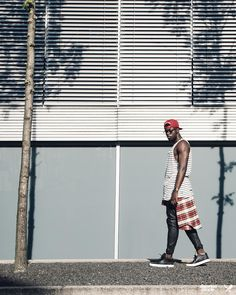 Distorted People Streetstyle : Cutted Neck Tanktop in black/white Stripes, Premium Sneaker ''Son of Blades'' in black/white, Snapback BB Blades in red/white/gold, combined with a red/white checked shirt hanging around the waist &  black leather pants