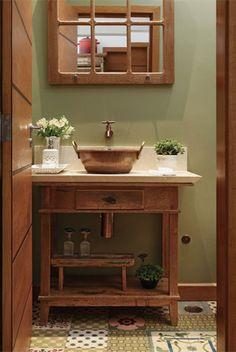 Home Interior Design — Adaptado como bancada no lavabo, o aparador antigo. Patchwork Tiles Bathroom, Vintage Bathrooms, Bathroom Floor Tiles, Bathroom Makeover, House Interior, Bathroom Flooring, Bathrooms Remodel, Bathroom Design, Bathroom Decor