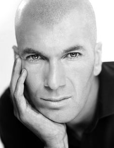 zinedine zidane www. Bald Men, Sport Icon, Football Boys, Zinedine Zidane, Shaved Head, European Football, Sports Art, Portraits, Favorite Person