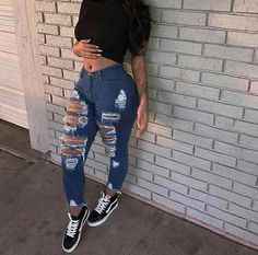 Love these distressed jeans with a pair of Vans sneakers. Cute outfit, casual, urban look. Love these distressed jeans with a pair of Vans sneakers. Cute outfit, casual, urban look. Swag Outfits, Mode Outfits, Cute Casual Outfits, Summer Outfits, Stylish Outfits, Girl Outfits, Teenage Outfits, School Outfits, Teenage Clothing