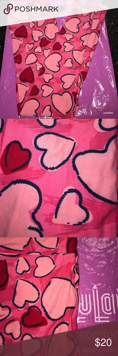 Lularoe valentine collection leggings. NWT 💞❣️💖 Multicolored pink leggings with light pink and red hearts. Brand new. Super soft and comfy. OS. LuLaRoe Pants Leggings