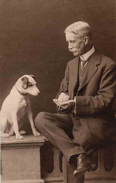 Between 1966 and Libby Hall collected old photographs of dogs, amassing many thousands to assemble what is possibly the largest number. Antique Photos, Vintage Pictures, Old Pictures, Portraits Victoriens, Nanny Dog, Photos With Dog, Fox Terrier, Rat Terriers, Black White