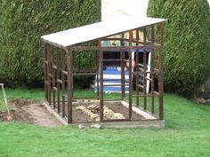Le toit posé Greenhouse Base, Diy Greenhouse Plans, Backyard Greenhouse, Vegetable Garden Design, Small Garden Design, Summer Garden, Winter Garden, Garden Workshops, Potting Sheds