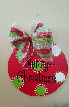 50 Creative & Classy DIY Christmas Table Decoration Ideas - The Trending House Christmas Wood Crafts, Wooden Christmas Ornaments, Christmas Door Decorations, Christmas Signs, Christmas Projects, Christmas Balls, Christmas Wreaths, Christmas Crafts, Holiday Decor