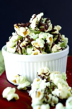 A green treat for St. Paddy's Day! Chocolate mint popcorn - completely and totally addictive! Sweet Popcorn, Popcorn Snacks, Flavored Popcorn, Popcorn Recipes, Snack Recipes, Dessert Recipes, Cooking Recipes, Candy Popcorn, Popcorn Balls