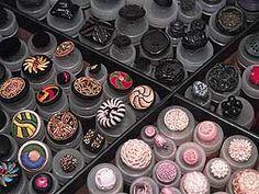 ButtonShop.ca - Allerlei Knöpfe aus dem Sortiment von Paul Knopf.