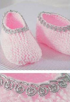 Sapatinho Rosa - Fio Baby - Blog do Bazar Horizonte Baby Knitting Patterns, Crochet Patterns, Crochet Baby Booties, Knit Or Crochet, Tricot Baby, Baby Boy Booties, Baby Shoes Pattern, Knit Boots, Knitted Slippers