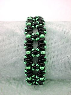 Free pattern for bracelet London`s Garden with twin seed beads