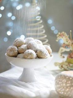 Greek traditional kourabie - www. Christmas Sweets, Christmas Mood, Xmas, Greek Sweets, Greek Cooking, Dessert Recipes, Desserts, Greek Recipes, Food And Drink
