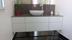 """Lydie, meuble Contemporain - plan verre laqué gris et façade en verre laquée blanc. Meuble sans poignée """" système Push Lash """""""