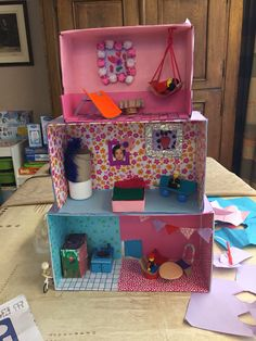 Doll house, cardboard doll house, make your own doll house Cardboard City, Cardboard Dollhouse, Cardboard Box Crafts, Cardboard Toys, Diy Dollhouse, Diy For Kids, Crafts For Kids, Fun Crafts, Diy And Crafts